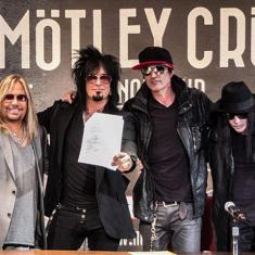 Mötley Crüe отправятся в тур с Def Leppard, Poison и Джоан Джетт