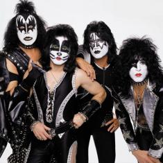 Paul Stanley сказал, что KISS могут «однозначно» продолжать без него и GENE'a SIMMONS'a